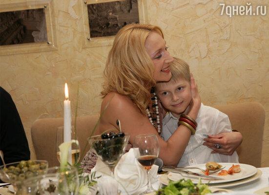 Стихотворное поздравление младшего сына Дени обрадовало новорожденную больше всего