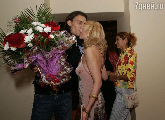 Первым Кристину поздравил ее любимый мужчина Михаил Земцов