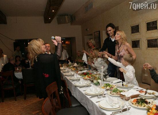 Вечер начался с тоста Аллы Борисовны