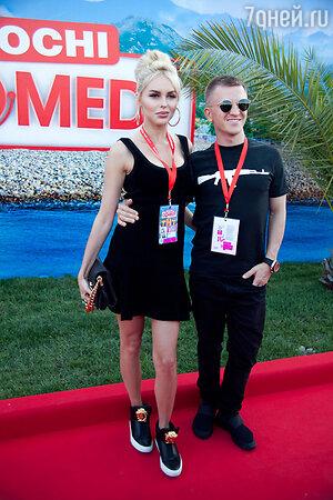 Пашу с женой Ханной