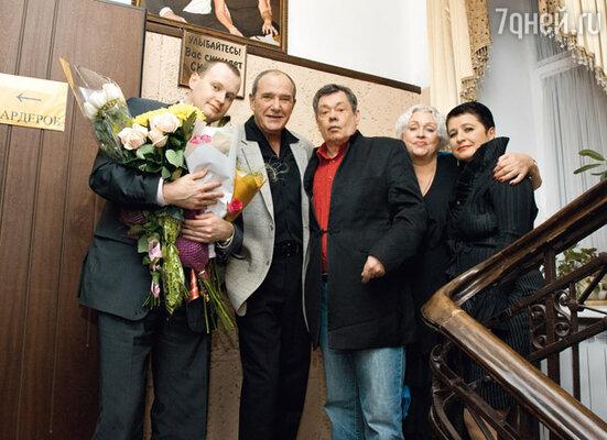 Именинник с женой Людмилой Поргиной, сыном Андреем, Эммануилом и Ириной Виторганами