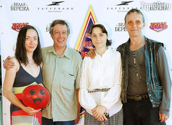Иван Охлобыстин с супругой Оксаной и Михаил Ефремов с женой