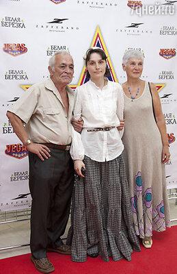 Оксана Арбузова  с родителями