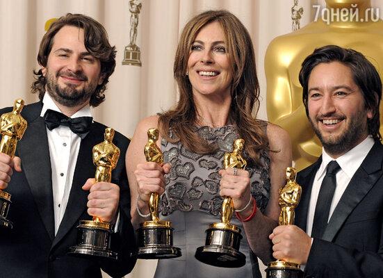 Создатели фильма «Повелитель бури» Марк Боал с призом за лучший сценарий, Кэтрин Бигелоу с призом за лучшую режиссуру и продюсер Грег Шэпиро
