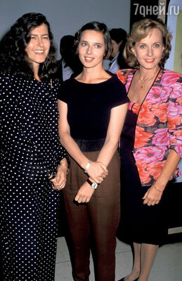 Профессор Изотта Росселлини и актриса Изабелла Росселлини— близнецы, а Пия Линдстрём — их сводная сестра