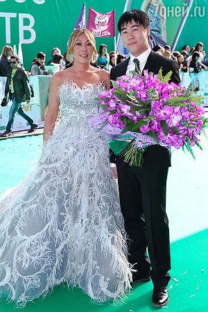 Анита Цой с сыном  на церемонии вручения премии «Муз-ТВ 2012»