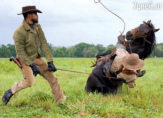 Кадр из фильма «Джанго освобожденный». Джейми Фокс — слева