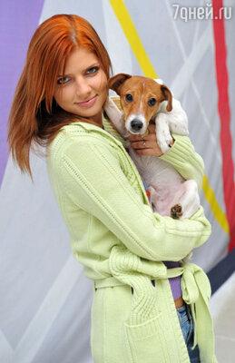 Анастасия Задорожная с любимцем — псом по имени Бобза