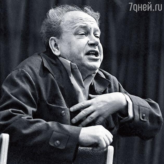 Борис Равенских