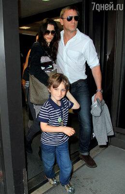 С женой актрисой Рэйчел Уайс и ее сыном Генри. Нью-Йорк, август 2011 г.