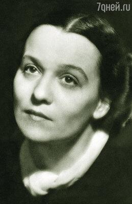 Моя бабушка, Нина Ольшанская, считалась одной из первых красавиц Москвы