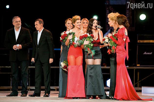 Наджеда Грановская с победительницами проекта «Хочу в «ВИА Гру»