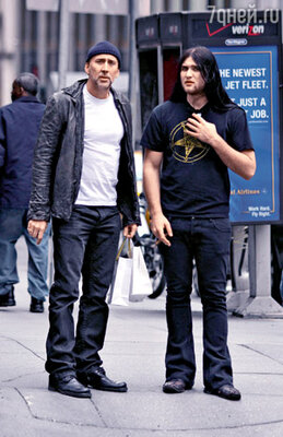 Со старшим сыном Уэстоном. Нью-Йорк, апрель 2009 г.