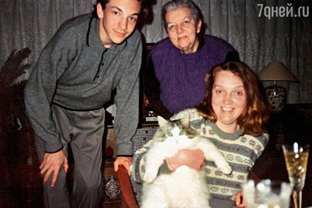Елена Лапикова с сыном Лешей и мамой Юлией Фридман
