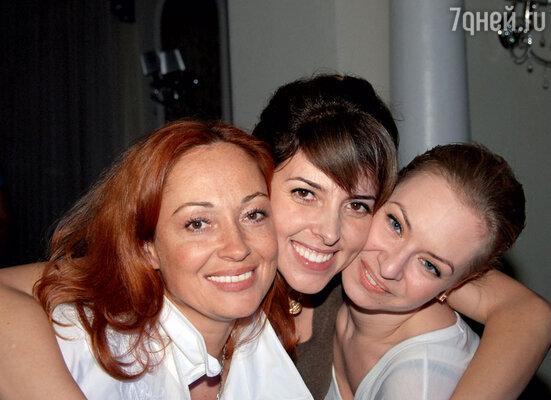 Ирина Бартновская с Викторией Тарасовой и подругой Лалой