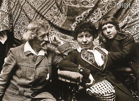 После ухода Натальи хозяйство взяла в свои руки дочь художника, Вера Ильинична Репина. Илья Ефимович с дочерью Верой и внуком Дием