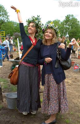 С дочерью Ксенией Алферовой вовремя посадки деревьев на фестивале «Черешневый лес». 2012 г.