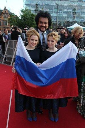 Анастасия и Мария Толмачевы и Филипп Киркоров