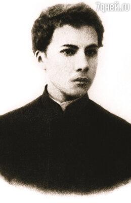 Андрей Белый, увидев Маргариту Морозову на концерте в консерватории, влюбился в нее безумно
