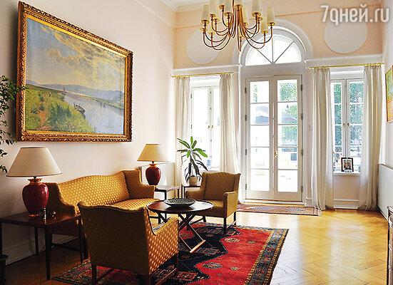 Дом в Мертвом, ныне Пречистенском переулке в 30-е годы передали посольству Королевства Дании (на фото). Датчане сразу предложили Маргарите Морозовой свое подданство, но она отказалась