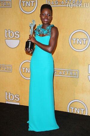 Люпита Нионго на 20-й ежегодной церемонии вручения премий Гильдии киноактеров США SAG Awards