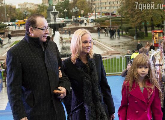 Максим Дунаевский с супругой и дочерью