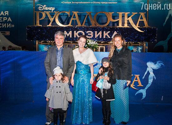 Сосо Павлиашвили с женой и детьми