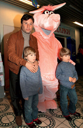 Борис Вишняков с сыновьями-близнецами Фомой и Фокой, 2010 г.