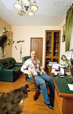 У каждого мужчины должен быть собственный угол в доме, считает юморист Николай Лукинский