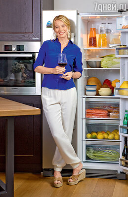 Юлия Высоцкая в своей Кулинарной студии