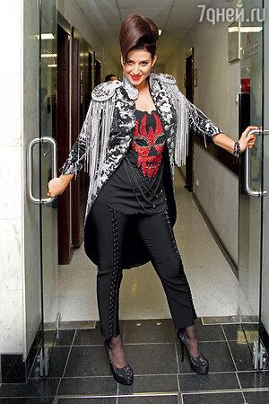 Жасмин на праздничном шоу известного российского дизайнера. 2011 г.
