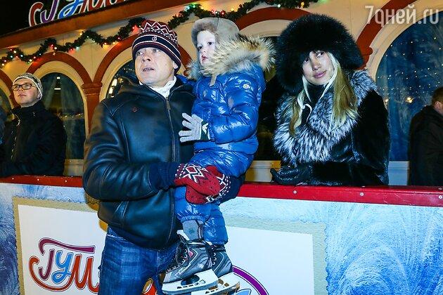 Павел Буре с сыном Павлом и женой Алиной