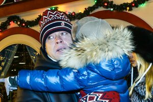 Павел Буре вернулся в Москву с женой и подросшим сыном