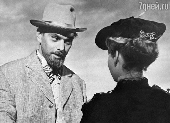 «Когда я для роли отрастил бороду, кто-то узнал меня в трамвае и написал письмо в газету: «Видели артиста Баталова, с утра небритый, плохо выглядел. Наверное, пьет». (Кадр из фильма «Дама с собачкой». 1959 г.)