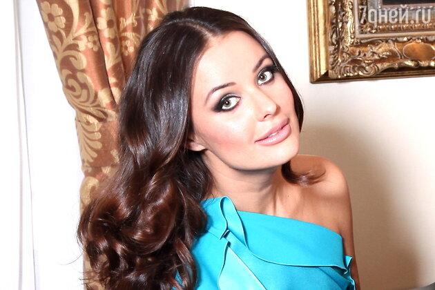 Оксана Федорова — телеведущая, победительница конкурса «Мисс Вселенная-2002» и мама двоих детей