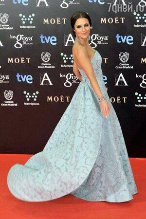Паула Эчеваррия в платье от Dolores Promesas