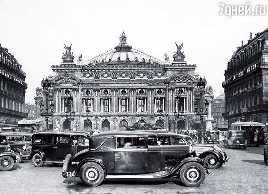 Сержа Лифаря поражало, почему «Гранд-Опера» до сих пор не уничтожил себя интригами,  подсиживанием и деспотизмом. Здание театра, 1940-е годы
