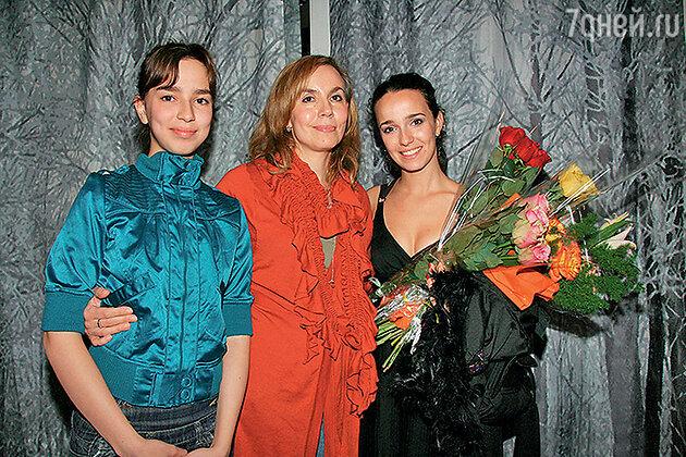 Валерия Ланская с мамой и сестрой
