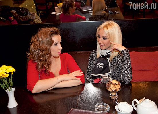 Лера Кудрявцева с подругой Анфисой Чеховой
