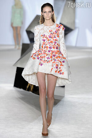 Показ Giambattista Valli. Неделя высокой моды в Париже