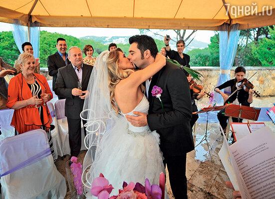 Юлия: «Мой совет женщинам: оставьте мужчин в покое, непровоцируйте и не давите на «свадебные темы». Когда сердцем и душой мужчинак этому придет, выбудете встораз счастливее»