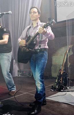 Ровно в девять вечера Родион вышел на сцену и начался концерт