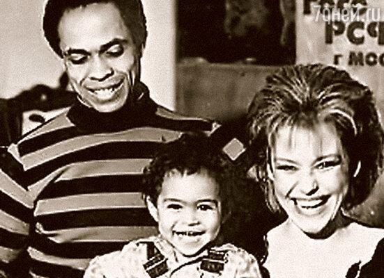 Кажется, это единственная фотография, на которой  мы запечатлены втроем:  я, Ира и Энтони