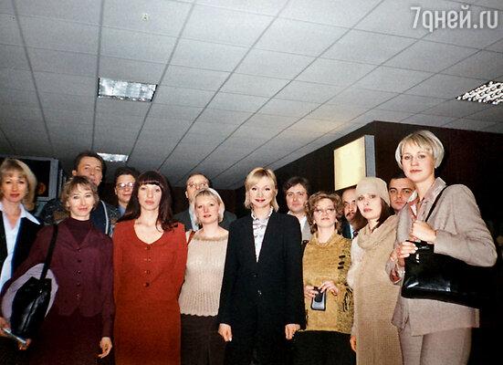 Кристина Орбакайте с ребятами из класса на съемках программы «Однокашники»
