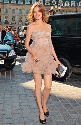 Наталья Водянова перед показом коллекции  «Valentino», созданной преемниками мастера