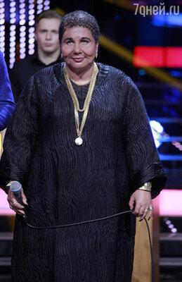 Поклонникам шоу запомнилось выступление Польны в образе чернокожей исполнительницы Сезарии Эворы