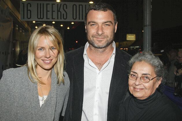 Наоми Уоттс и Лиев Шрайбер со своей матерью