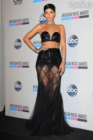 Рианна на премии American Music Awards-2013 в наряде от Jean Paul Gaultier