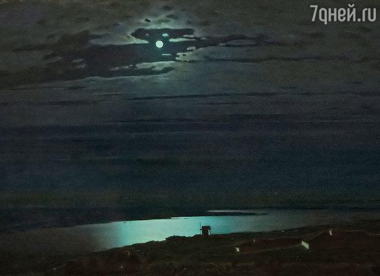 Картина художника Архипа Куинджи «Лунная ночь на Днепре» 1880 г.