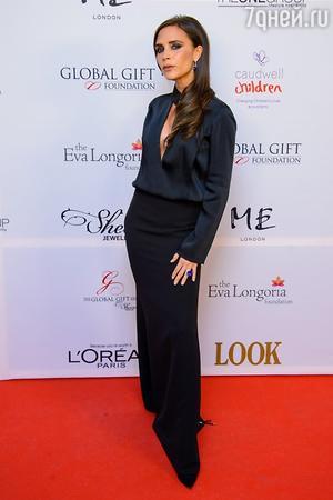 Виктория Бекхэм в платье из своей коллекции на Global Gift Gala 2013
